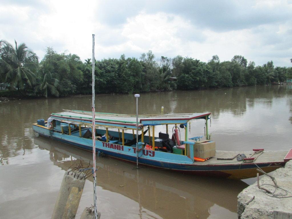 Ghe khảo sát lòng sông